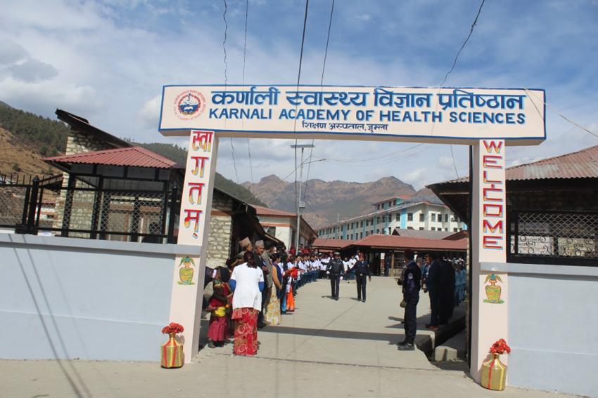 कर्णाली स्वास्थ्य विज्ञान प्रतिष्ठानले माग्यो १५ जना स्टाफ नर्स