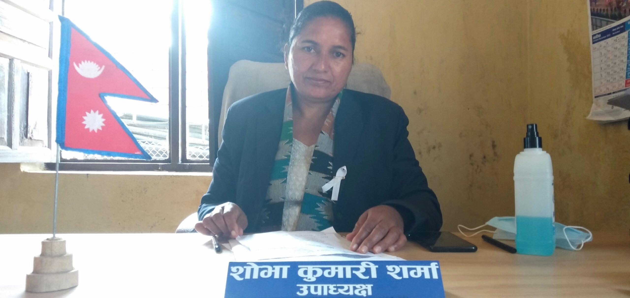 'घरदैलोमा पुगेर गर्भवतीसँग भेटघाटसँगै स्वास्थ्य शिक्षा र कोशेली बाँड्दै आएका छौं'