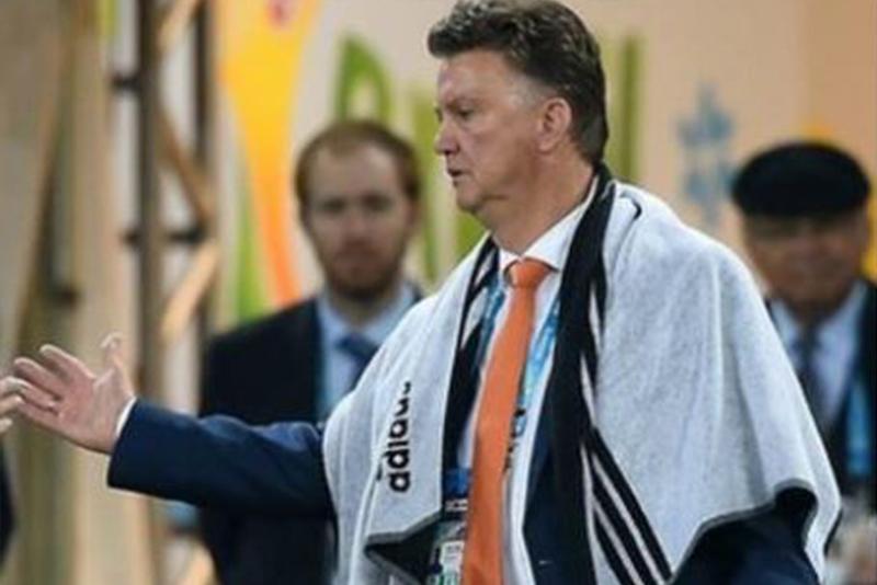 डच फुटबल टोलीको प्रशिक्षकमा भान गाल